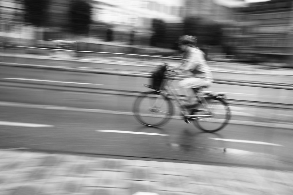 "20. ""På väg (On the move)"""